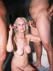 Older granny gets DP\'d!