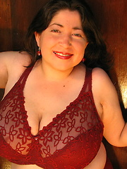 Busty latin woman Diana 34HH in tight red bra