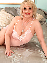 Blond mature shooting for the guys